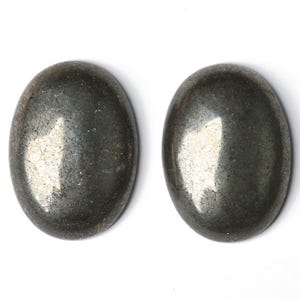 Pale Gold Smooth Pyrite 15mm x 20mm Calibrated Oval Cabochon Pack Of 1 GS18578-5