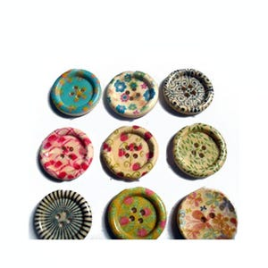 Mixed-Colour Wood 25mm 4-Hole Round Buttons Pack Of 5 HA10750