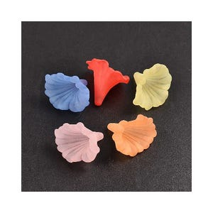 Mixed-Colour Lucite Calla Lily Beads 35mm x 41mm Pack Of 5 HA25865