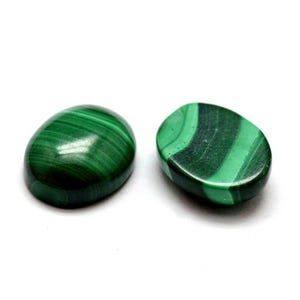 Green Smooth Malachite 8mm x 10mm Calibrated Oval Cabochon Pack Of 1 Y07600