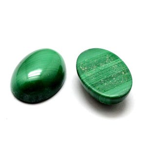 Green Smooth Malachite 10mm x 14mm Calibrated Oval Cabochon Pack Of 1 Y07740