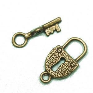 Antique Bronze Zinc Alloy 11mm x 21mm Lock & Key Toggle Set Clasps Pack Of 12 Y09715
