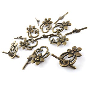 Antique Bronze Metal Alloy 20mm x 28mm Flower Toggle Clasps Pack Of 8 Y11130
