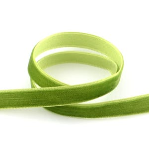 Green Velvet Ribbon 3M Continuous Length 13mm Wide Y12855