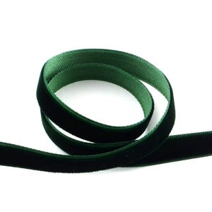 Dark Green Velvet Ribbon 4M Continuous Length 10mm Wide Y12885