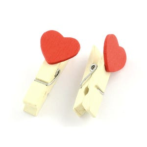 Red/Cream Spray Painted Mini (With Heart) Wood Craft Pegs 35mm x 9mm Pack Of 20 Y13130
