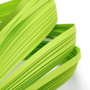 Lime Green Quilling Paper 53cm x 5mm Pack Of 110+ Strips Y13390