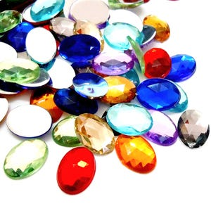 Mixed-Colour Smooth Acrylic 20mm x 30mm Calibrated Faceted Oval Cabochons Pack Of 10 Y15060
