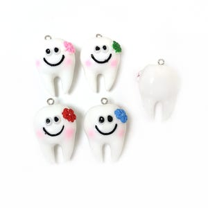 White/Mixed-Colour Resin Tooth Pendants 22.5mm x 35mm Pack Of 5 Y15790