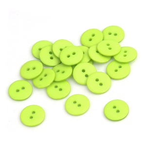 Green Resin 15mm 2-Hole Round Buttons Pack Of 30 Y15920