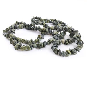 Green Serpentine Grade A Chip Beads Approx 6-12mm Long Strand Of 220+ Pieces Y16360