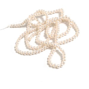 Cream Pearlised Glass Plain Round Beads 4mm-5mm Long Strand Of 195+ Pieces Y17935