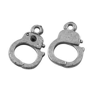 Antique Silver Tibetan Zinc Handcuffs Charms 14mm Pack Of 30 ZX00425