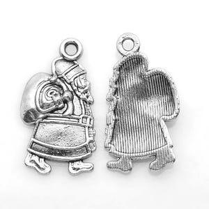 Antique Silver Tibetan Zinc Father Christmas Santa Pendants 25mm Pack Of 10 ZX07820