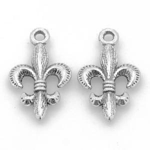 Antique Silver Tibetan Zinc Fleur De Lis Charms 24mm Pack Of 15 ZX08255