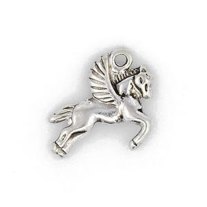 Antique Silver Tibetan Zinc Flying Horse Pegasus Charms 18mm Pack Of 15 ZX14055