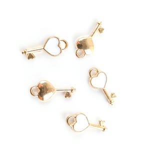 Gold/White Enamel & Alloy Heart Key Charms 7mm x 16mm Pack Of 5 ZX19165